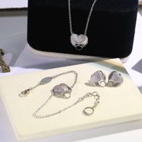 Europa América Joyería de moda Sets Lady Womens Gold / Silver / Color Rosa Metal grabado en V Inicialidades Full Diamond Heart Wings Collar Pendientes Pendientes