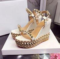 T127 Последние сандалии на платформе Женщины открытый носок заклепки смешанные цветки обувь для высоких каблуков сексуальная взлетно-посадочная полоса