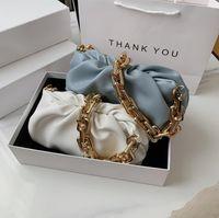 Borsa ascellare della spalla della moda del progettista Femmina 2021 Popolare Nuova nuova estate Piegata Ampia Catena di Gold Catena Bianco
