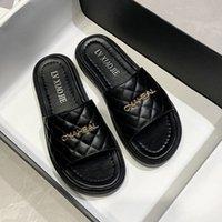 Luxurys 디자이너 신발 최신 패션 숙 녀 야외 PU 캐주얼 슬리퍼 여성 야외 럭셔리 브랜드 휴가 비치 샌들 카스산