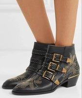 럭셔리 Susanna Storedded 버클 발목 부츠 여성용 겨울 마틴 부티 정품 가죽 스웨이드 디자이너 Chunky Heels Combat Boot