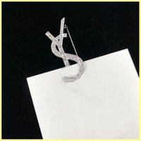 Alta Qualidade Designer de Luxo Homens Mulheres Pins Broche Diamante Letra de Prata Letra Pin para Terno Vestido Pins Party Letter Y Broches 21091502R