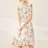 Sommerstil Damen Kleid Temperament Stehkragen Drucken Drei Taste Aufnehmen Rock Taille Show Thin Große Schwung