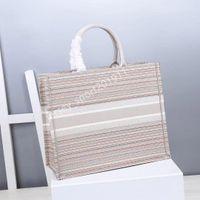 Vannogg 사용자 정의 이름 최고 품질의 클래식 다채로운 책 totes 가방 Luxurys 디자이너 핸드백 수 놓은 가방 대용량 여행 캔버스 쇼핑 핸드백