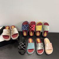 Designer femme pantoufles mode plage pantoufles fond épais plate-forme de luxe Alphabet dame pantoufles de sandales en cuir haut talon grande taille