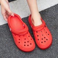 Newbeads Crocks Crocse Sandales Trou Chaussures Couple Couple Home Pantoufles Été Creux Sourire Sourire Visage Boucle Hommes et Femmes Plage Plage DVG4354HU45JH