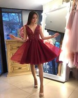 Burgundy Tulle Ruched Short Homecoming Dresses V Neck Lace Applique Sleeveless Graduation Party Bride Special Occasion Wear