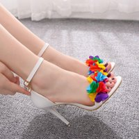 Dress Shoes Female queen crystal sandals, thin wedding shoes with white flowers, peep toe buckle and sexy T3P3