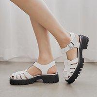 Sandales Yadibeiba Plateforme Croîchements Cuir Vériel Moyenne Heel Chaussures T-Sangle Toile Ronde Toile Femelle Boucle Summer Summer Black