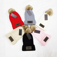 2021 New Fashion Removable Hair Ball Beanie Brand Men Women Winter Autumn Warm High Quality Breathable Fitted Bucket Hat Elastic With Logo Knitted Caps F009053