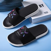 2021Man slippers sandals woman beach flat casual leather comfortable embroideredBee pattern slipper Fashion Designers rLoafers Bath Shoes
