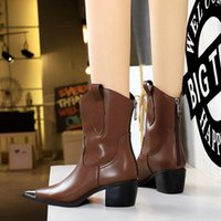 Spring and autumn new Roman boots, round-toed rubber platform short women's shoes, decorated with indelible belt buckles, beautiful British style
