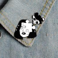 Punk-Stil Brosche Frau Gesicht Emaille Pin Horror Puzzle-Puzzle-Abzeichen Furchtsame Schwarz-Weiß-Pin Denim Jacke Revers Pin Gothic Jewelry 934 Q2