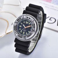 Sport heren horloges rubberen riem quartz beweging aandrijving horloge eco lichtgevende waterdichte polshorloge analoge autodatum roteren bezel polshorloges Montre de Luxe