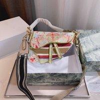 Модная седловая сумка с персонализированным вышивкой картины, матовой текстуры, нежный прикосновение, старое оборудование, все-матч Размер: 25 * 7 * 20см