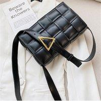 Luxuriöse Design Weiche Leder gewebt Mini Klappe Tasche Strick Magnetische Schnalle Kleine Quadratische Packung Mode Dame Wolke Tasche Weibliche Textur Tofu Bun BOTELETEN