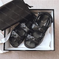2021 Top Diseñadores de lujo Sandalia Sandalias para mujer de alta calidad Cuero genuino Rhombus Plataforma Velcro Fashion Casual Womens Flat Beach Slipper Shoes