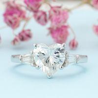 Anéis de cluster Muitoins Silver Silver S925 Certificado 2CT 8mm em forma de coração Moissanite Três anel de noivado de pedra para as mulheres