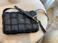 Bayanlar Tasarımcı 2021 SS Yastıklı Kaset Çanta Çapraz Vücut Çanta PU Düz Örme Donanım Messenger Çanta Kadın Moda Klasik Crossbody Omuz Çanta Tote