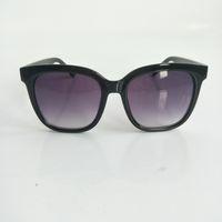 Lunettes de soleil pour femmes de luxe Square Square Share Style Cadre Top qualité UV Protection Lentilles de marque avec étui