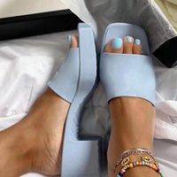 Tercihli 2021 Jelly Bayan Sandalet Terlik Yaz Tasarımcısı 5.5 cm Yüksek Topuklu Plaj Kadın Ayakkabı Kaba Topuklu Bayan Ayakkabı Terlik Sandal