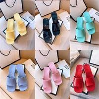 Mujeres Diseñador Playa Playa Grueso Inferior Zapatillas Primavera Verano Señoras puntiagudas punteras Sandalias de punta de punta de cuero Toboganes de fruta con bolsa de polvo Tamaño 35-41
