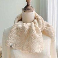 tiro fisico fisico otoño invierno hueco literatura y arte tejer pequeña bufanda coreano versátil de color puro color sonriente cara lana cuello