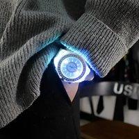 Orologi da polso orologio luminoso moda maschile studentessa con cinturino in silicone quadrante rotondo per ragazzi ragazze D88