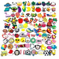 100 pz / set PVC Jibz Animal Dogs Dogs Charms Avocado Decorazioni per scarpe Avocado Accessori Medico Caffè Bee Jibits per zoccoli regalo