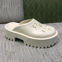 Les dernières pantoufles et sandales pour femmes sont logo à la mode à la mode doux.