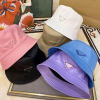 Erkek Şapkaları Moda Kadınlar Cloches Metal Mektup Desen Ters Üçgen Unisex Yaz Rahat Aksesuarları 55-59 cm Nefes Yüksek Kalite