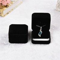 Высококачественные квадратные бархатные ювелирные изделия подарочные коробка ожерелье ювелирные изделия коробка и упаковка для ожерелья браслеты украшенные украшения подарочные коробки 70 * 70 * 40 мм