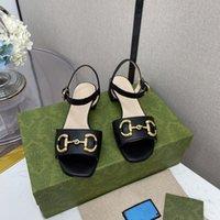2021 العلامة التجارية أحدث نمط المرأة مربع أصابع القدم مكتنزة كعب الصنادل المعدنية السحابة تصميم فريد أنيقة أحذية منخفضة الكعب الصيف