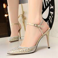 Tacones despejados Mujeres sexy Zapatos de mujeres con tacón alto Boca superficial Punto de malla Hueco Cristal Diamante Palabra Palabra Sandalias Sandalias Boda