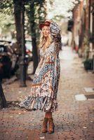 Moda Donna Boemia Irregolare Stampa Splicing MANICHE A MANICHE LUNGO V Collo A Linea Ruffles Bottom Vintage Beach Gowns Immagine reale