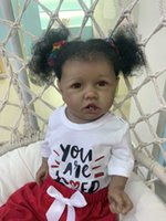 55cm Nuova pelle nera Saskia con denti Reborn Todderl Girl Bambola Baby Doll realistico Real Touch Full Body Silicone African American Baby Q0910