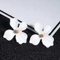 새로운 패션 달콤한 귀걸이 성명 한국어 보헤미안 스타일 여성을위한 귀여운 꽃 스터드 귀걸이 소녀 웨딩 쥬얼리 선물 1209 Q2