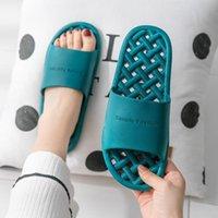 Pantoufles Qiwn 2021 Sandales de couple d'été, maison de salle de bain pour femmes antidérapante résistant à l'usure résistant à l'usure résistante à l'usure