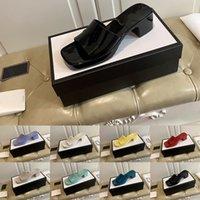 [Com caixa] preferencial 2021 geléia de salto alto sandálias de praia chinelos desenhador de verão mulheres sapatos grosseiresco salto flops 100% de couro de patente senhora meia chinelo lux