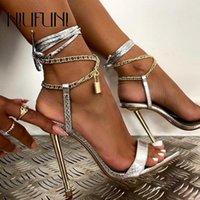Sandalias Metal Cadena Lock Hebilla Tobillo Correa Mujer Punta de Toe Peep Gladiador Zapatos de Damas Electroplating Stiletto Lace Up