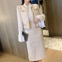 Robes décontractées Designer Office de laine 3 pièces Ensemble Hiver Femmes Couleurs Chemises de mousseline de mousseline de soie + Tweed Plaid Tassel Vest Jupe à crayon MIDI Jupe M1CC