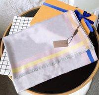 Mode Designer Femmes Soie Soie Foulard En Écharpes de laine d'automne Classic Lettres Envelopper des écharpes châles unisexe Taille 180 * 70 Option de haute qualité 4 couleurs