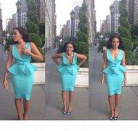 2017 빛 스카이 블루 짧은 칵테일 드레스 깊은 V 목 칼집 새틴 peplum 무릎 길이 백리스 댄스 파티 드레스 여성 캐주얼 드레스