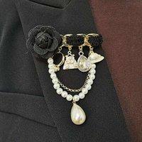 Koreanische Mode-Kamelie-Perle-Pin-Quaste Temperament Luxusanzug Brosche Pullover Zubehör2021