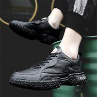 Versão All-Match Spring Sports Sapatos Masculinos com solas grossas para aumentar a tendência Jovens executando a rede respirável líquida não-deslizamento