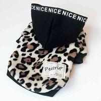 Теплые собачьи пальто с кепсами леопардовые печати двух футов домашних животных куртки для осенью и зимней одежды для собаки 210401