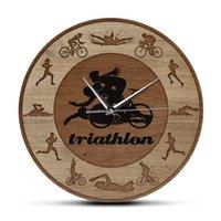 Duvar Saatleri Triatlon Siluetleri Ahşap Doku Akrilik Baskı Saat Yüzme Bisiklet Koşu Spor Ev Dekor Triathletes Hediye