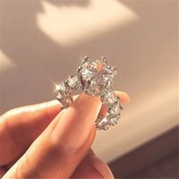Fashion Silver Color Rhinestone Crystal Love Band Band Solitaire Anelli per Diamante Diamante CZ Pietra Stone Wedding Engagement Finger Ring Anello vintage gioielli accessori regalo