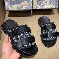 2021 originale di * r marchio logos gancio scarpe sandalo triple triple nero scivolo slipper donna mens tainer designer osseo sandali spiaggia sandali slip-on 5758