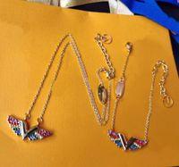 أوروبا أمريكا نمط المجوهرات مجموعات سيدة النساء محفورة v الأحرف الأولى الأساسية v كاليفورنيا تحلم الملونة الماس قلادة سوار وميض